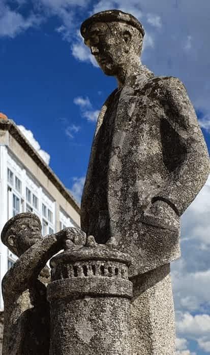 PARADA DE SIL estatua BARQUILLEIRO