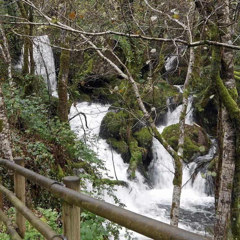 embalses de Galicia - Cascada carretera de Santo Estevo