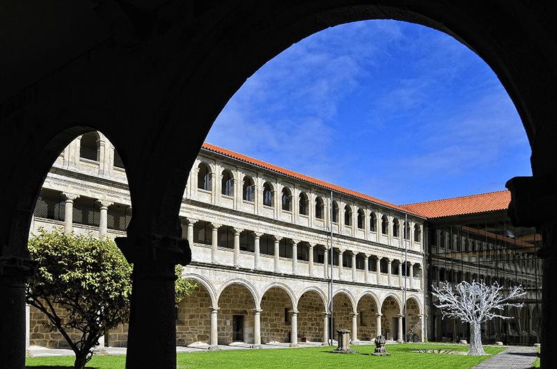 Románico en la Ribeira Sacra - Claustro Grande de Santo Estevo