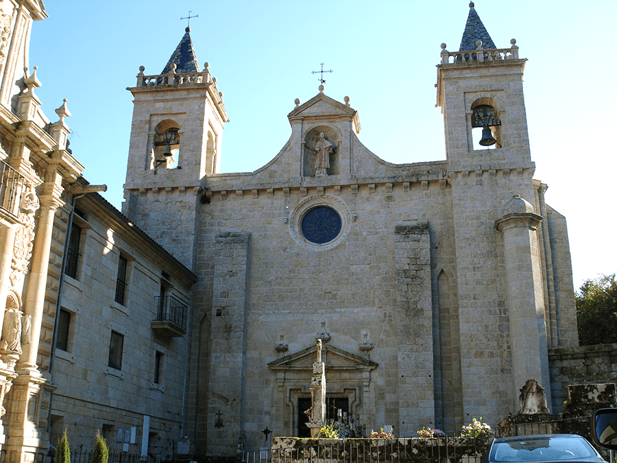 fachada principal iglesia Santo Estevo de Ribas de Sil - Románico Ribeira Sacra